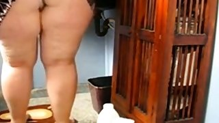 Huge Grown up Ass Cleaning the Bathroom and Showing her pussy