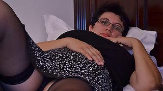 Sex-crazed Houswife Gettin' All Naughty - MatureNL