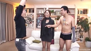 Epigrammatic heart of hearts Maki Mizusawa kissed with an increment of fucked by two clumsy dudes