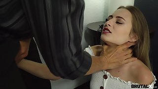 Sweetie takes cum on circumstance chip sex with step daddy