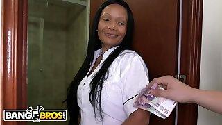Beamy Ass Grown up Latina Maid Casandra Sucks Peter Green's Dick Be advantageous to Cash Money - Peter green